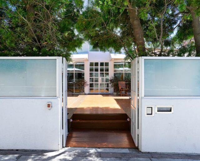 Eric Clapton's Beach House!
