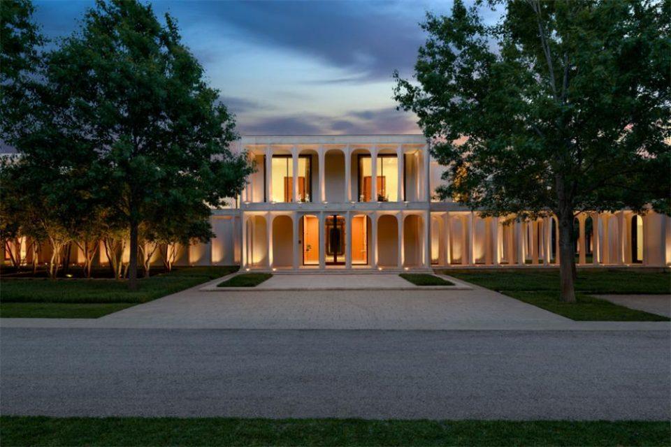 A Texas Philip Johnson Mansion!