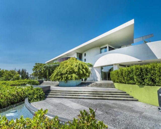De Beers Diamond Heiress Mansion!