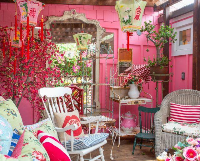 Designer Betsey Johnson's Whimsical Malibu Mobile Home!