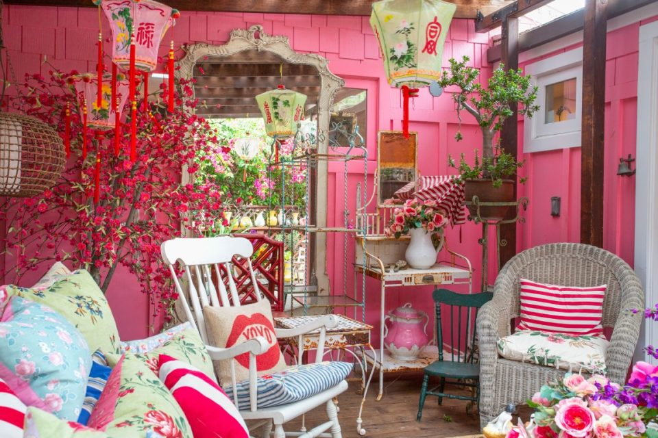 Designer Betsey Johnson's Whimsical Malibu Mobile Home