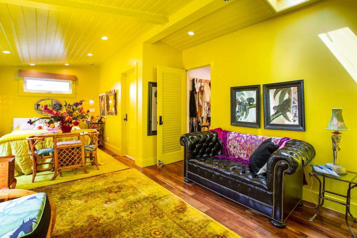 Designer Betsey Johnson's Whimsical Malibu Mobile Home