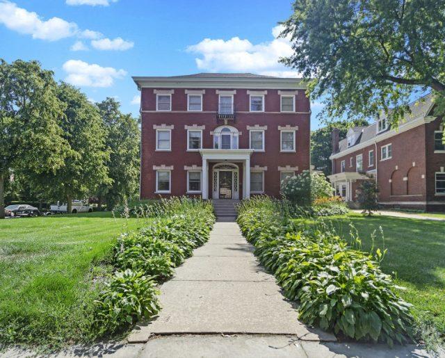 Bremner Biscuit Mansion – Obama's Neighbor!