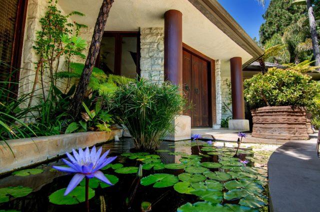 America's Favorite Baby-Boomer Model: Cheryl Tiegs' Beautiful Home!