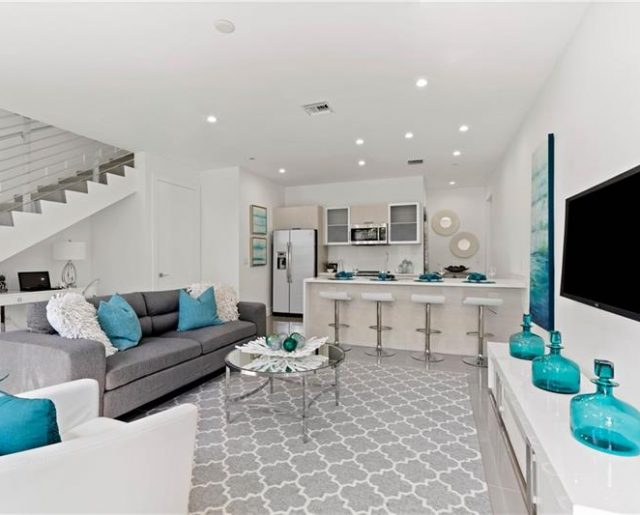 Closeout Lofts – One Mile To Beach!