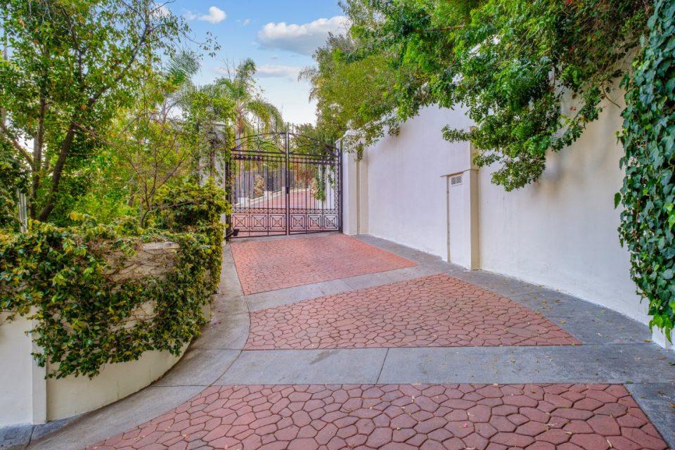 gate blocking the driveway at princes mansion
