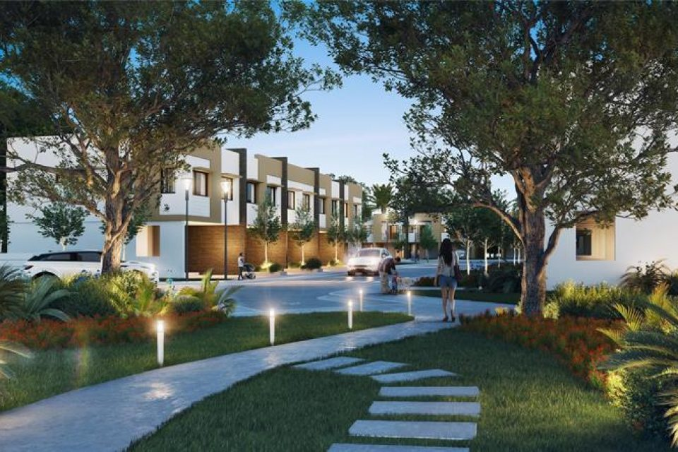 outdoor walking space at the oaks place town homes in south florida