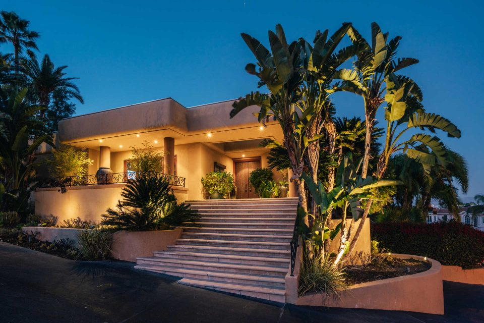 Tommy Lee's Spectacular Home Doesn't Miss a Beat!