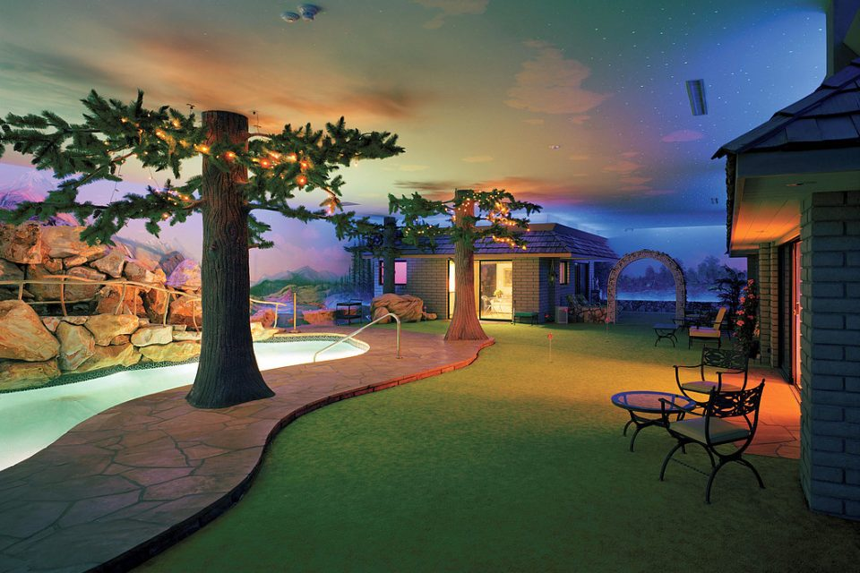 Las-Vegas-Underground-House-tree-and-pool (1)