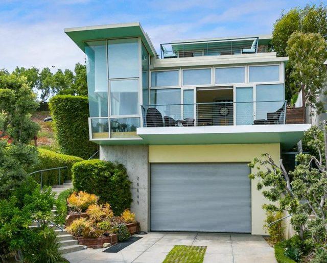 Kristen Stewart's Beach Home!