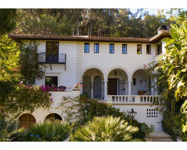 $50 Million Mansion Once Home To Fleetwood Mac – Built In 1932 & Includes Secret Speakeasy!