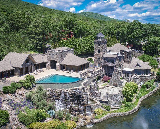 Derek Jeter Lowers Price on Family Castle!