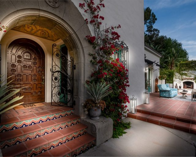 Leonardo DiCaprio Buys 'Modern Family' Star's Stunning Home!
